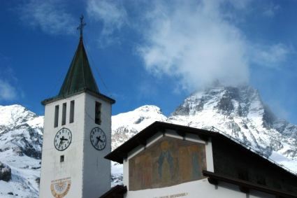 Snow-wise - Our complete guide to Cervinia, Italy - Cervinia, the resort